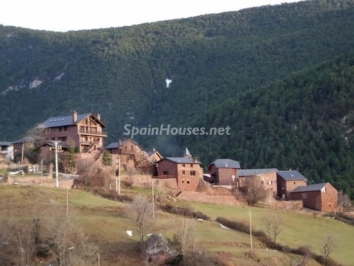 614 - Country House for sale in the Pyrenees, Lleida Province