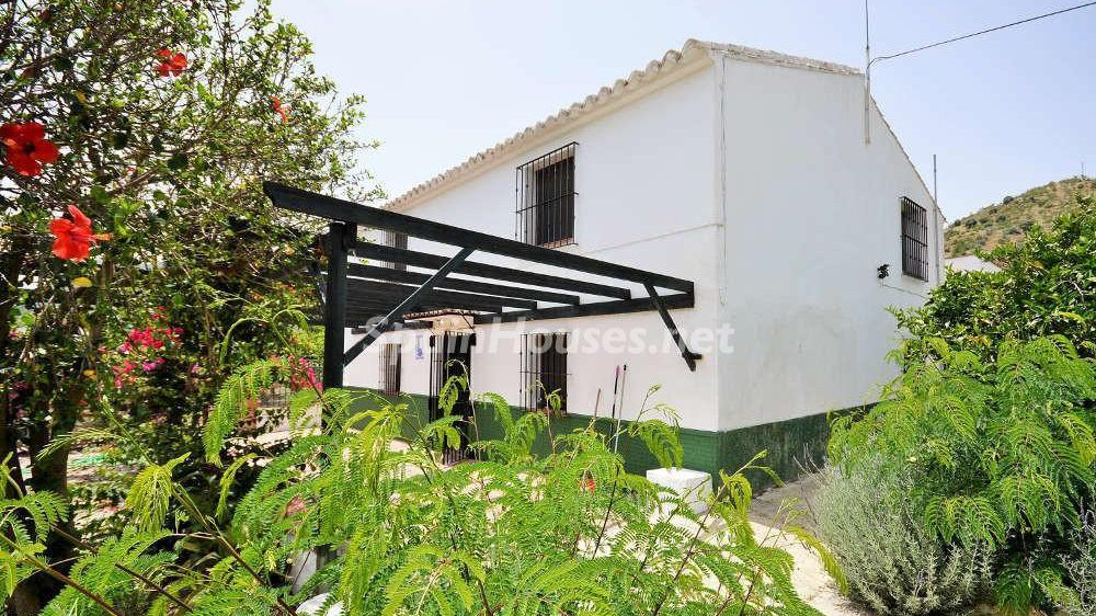 62322857 1901594 foto 875856 e1487078035574 - Looking for a tranquil life in the country? Don't miss these gorgeous Andalusian estates