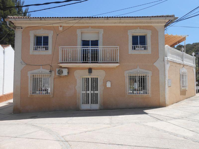 62373232 1904605 foto 286076 - Bargain Alert! Houses For Sale Under €200,000