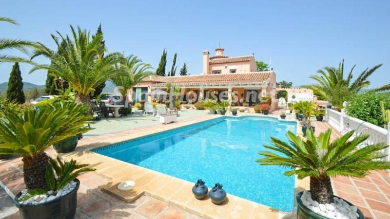 629541 1904241 foto 943789 e1487078636951 - Looking for a tranquil life in the country? Don't miss these gorgeous Andalusian estates