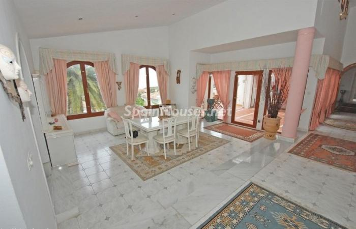 639 - Large Detached House for Sale in Benalmadena, Costa del Sol