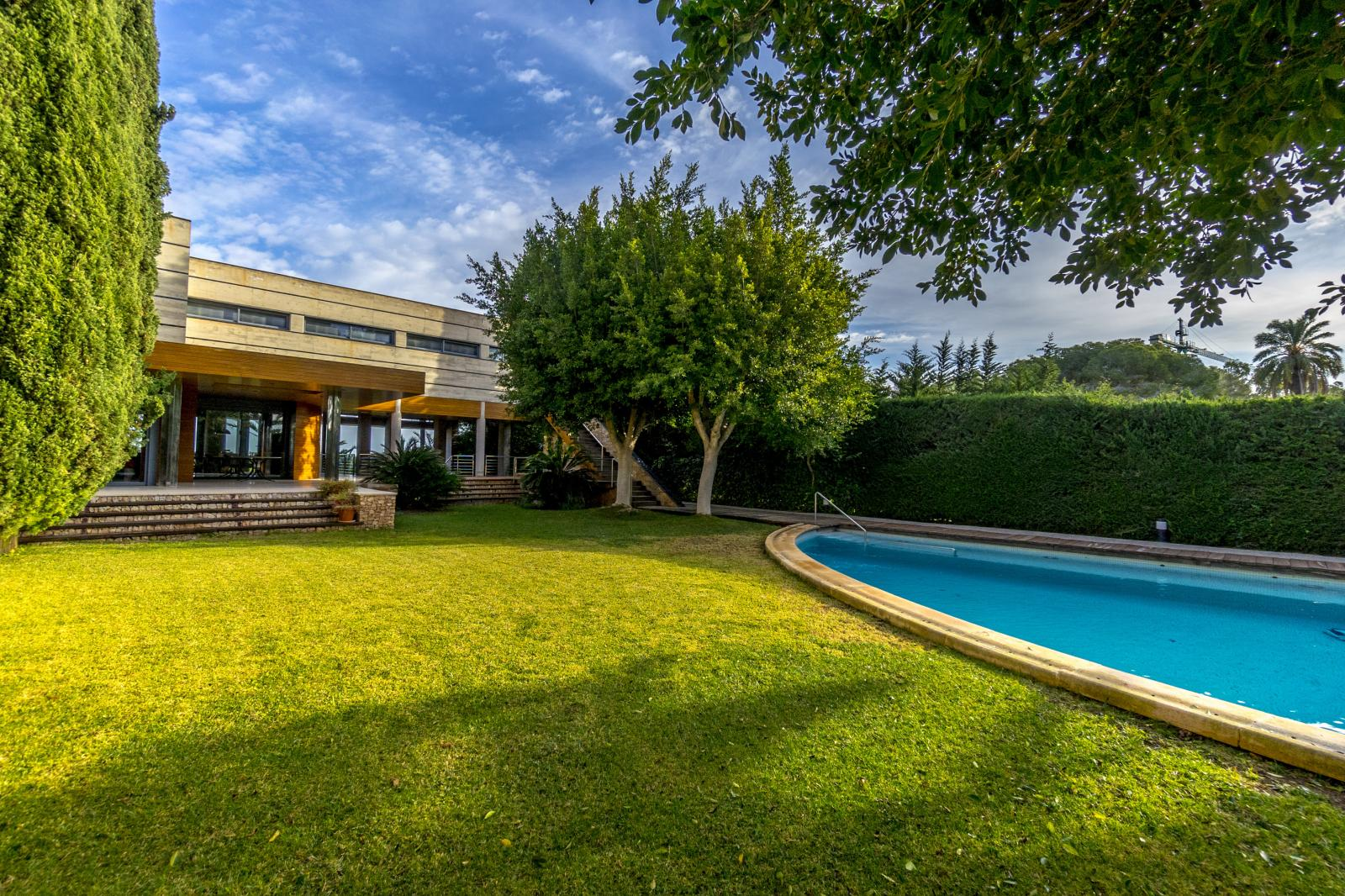 64977240 3223954 foto127967739 - Luxury, design and functionality in this villa in Campoamor (Alicante)