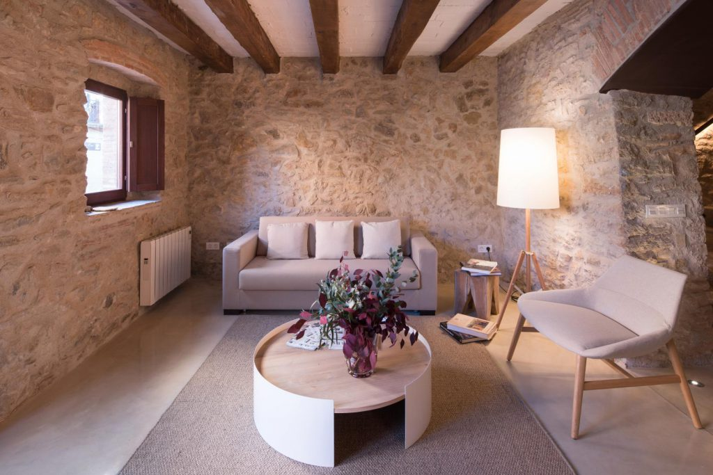 65057482 2048710 foto 241423 1024x683 - The perfect fusion of style rustic and modern in this house in Girona, Catalonia