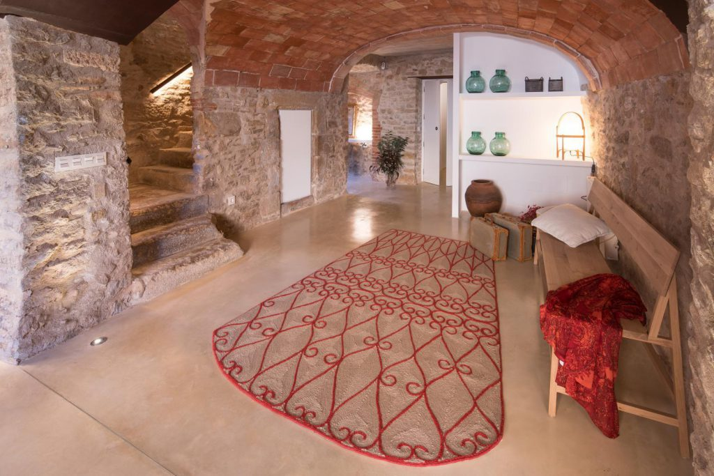 65057482 2048710 foto 295510 1024x683 - The perfect fusion of style rustic and modern in this house in Girona, Catalonia