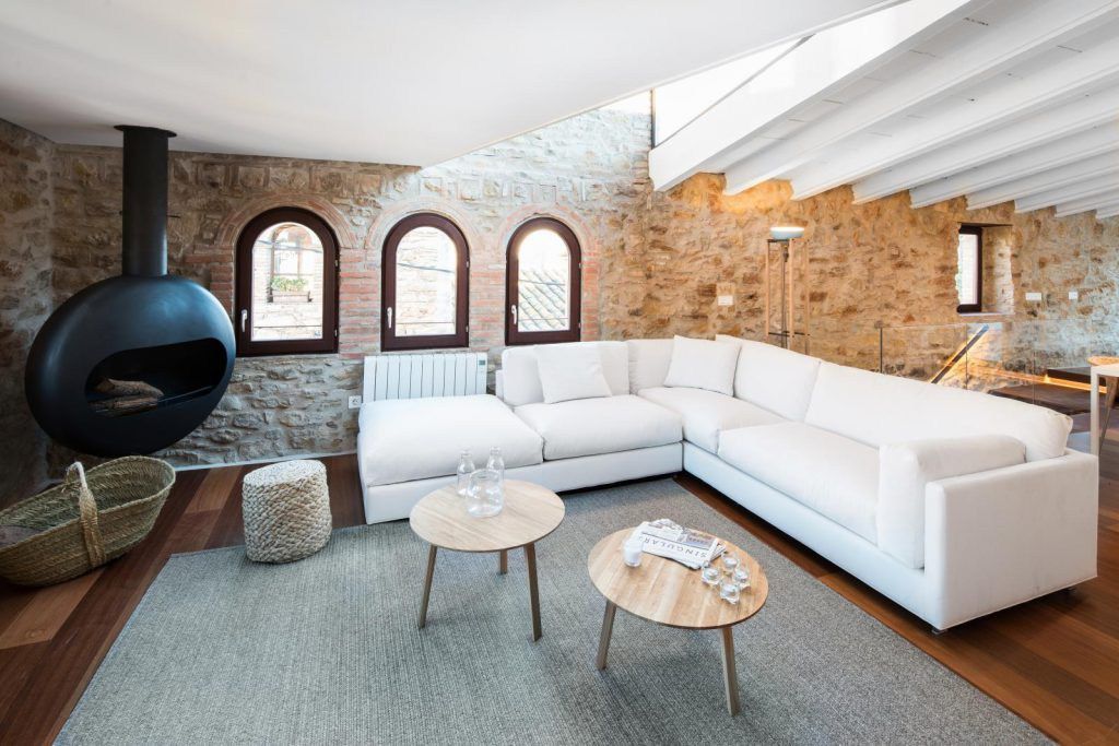 65057482 2048710 foto 691569 1024x683 - The perfect fusion of style rustic and modern in this house in Girona, Catalonia