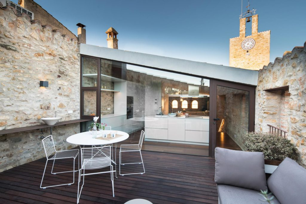 65057482 2048710 foto 793269 1024x683 - The perfect fusion of style rustic and modern in this house in Girona, Catalonia