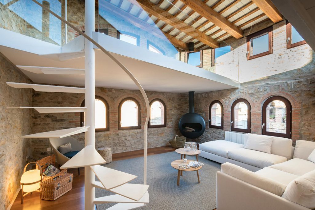 65057482 2048710 foto 884800 1024x683 - The perfect fusion of style rustic and modern in this house in Girona, Catalonia
