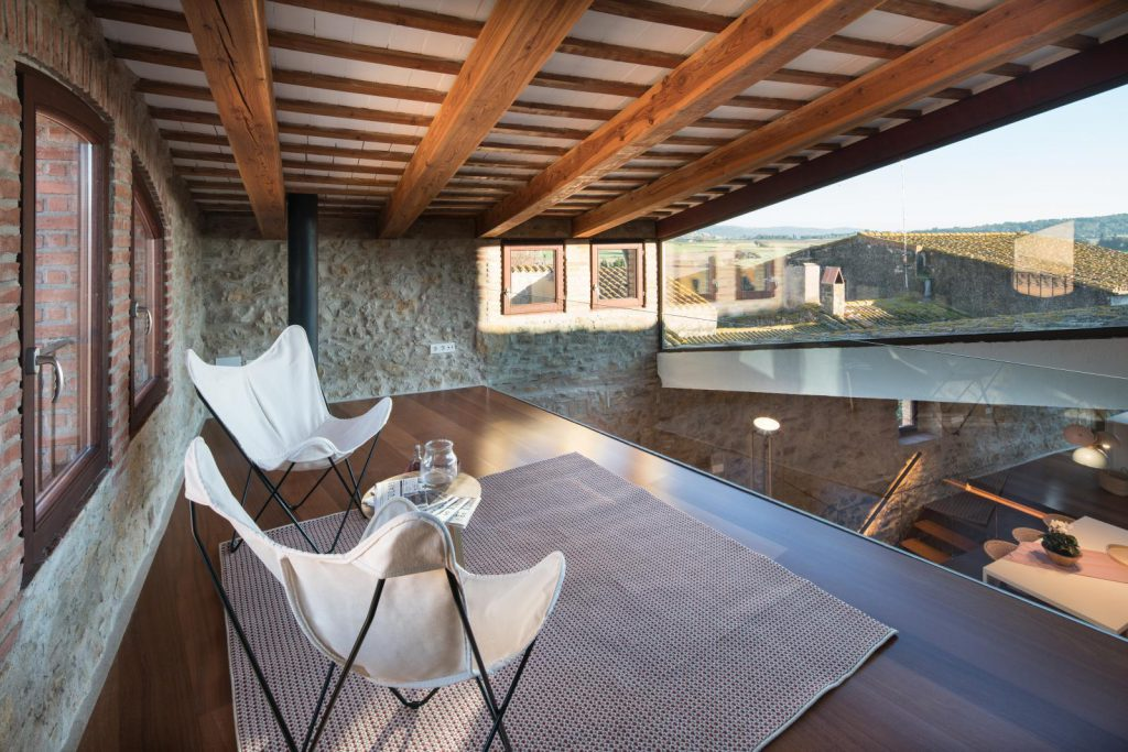 65057482 2048710 foto 983671 1024x683 - The perfect fusion of style rustic and modern in this house in Girona, Catalonia