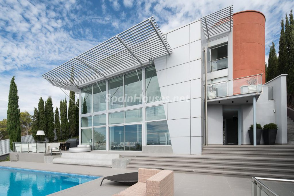 65057482 2048734 foto 074481 1024x683 - Incredible modern and luxurious architectural design in this spectacular house in Barcelona
