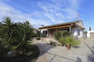 Cosy house with pool and garden in Alcanar (Tarragona)