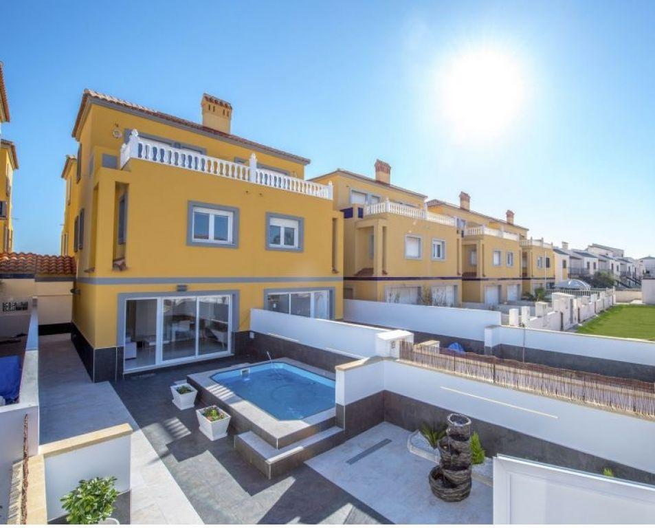 66754663 2018476 foto 326525 - Bargain Alert! Houses For Sale Under €200,000