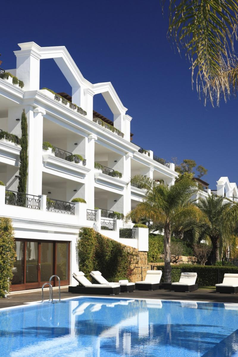 66884997 2030548 foto 040411 - Neoclassical style and sea views in an apartment in Estepona (Málaga)