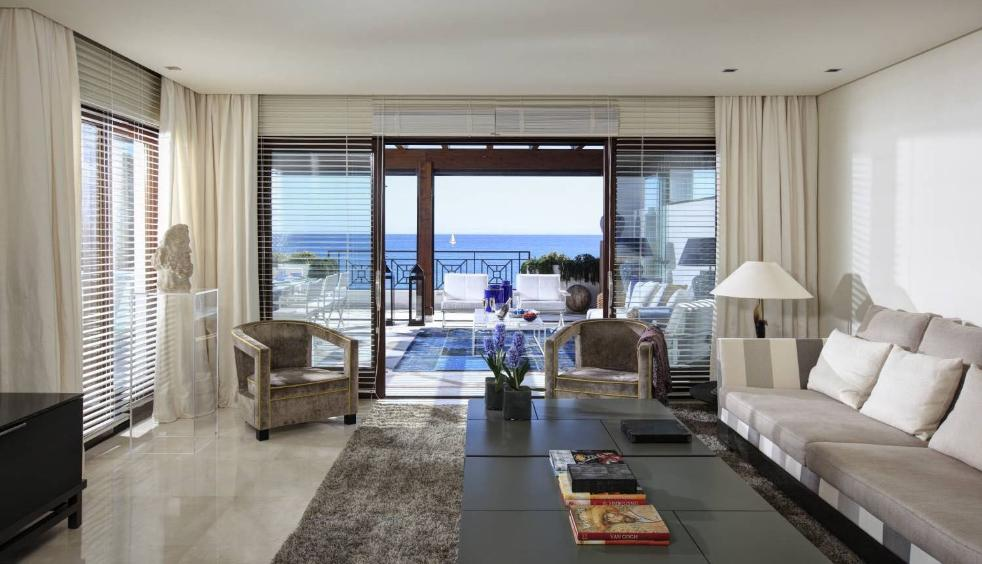 66884997 2030548 foto 432512 - Neoclassical style and sea views in an apartment in Estepona (Málaga)