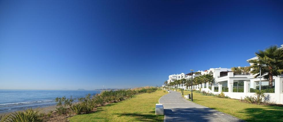 66884997 2030548 foto 631309 - Neoclassical style and sea views in an apartment in Estepona (Málaga)