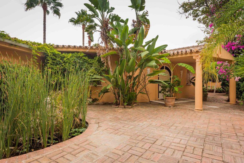 67503655 2066895 foto 008903 1024x684 - Moroccan style villa in Marbella, Málaga