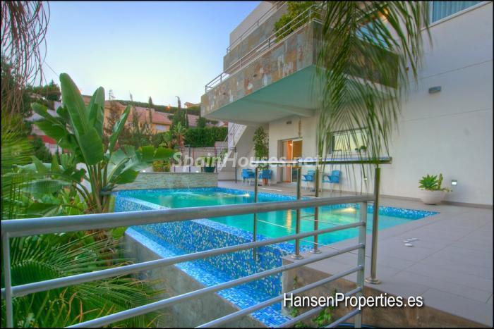 68 - Modern Style Villa for Sale in Malaga City