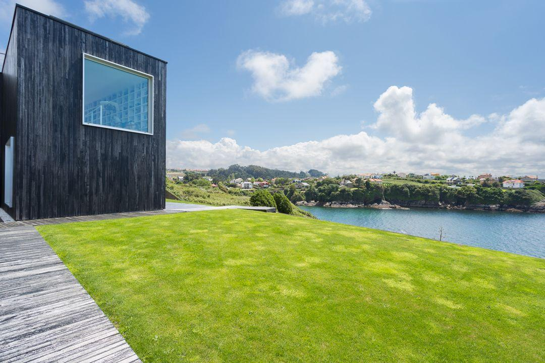 68044167 2216350 foto 683125 - Architecture, privileged environment and a dream library in this villa in Oleiros (La Coruña)