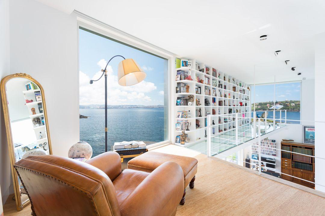68044167 2216350 foto 977083 - Architecture, privileged environment and a dream library in this villa in Oleiros (La Coruña)