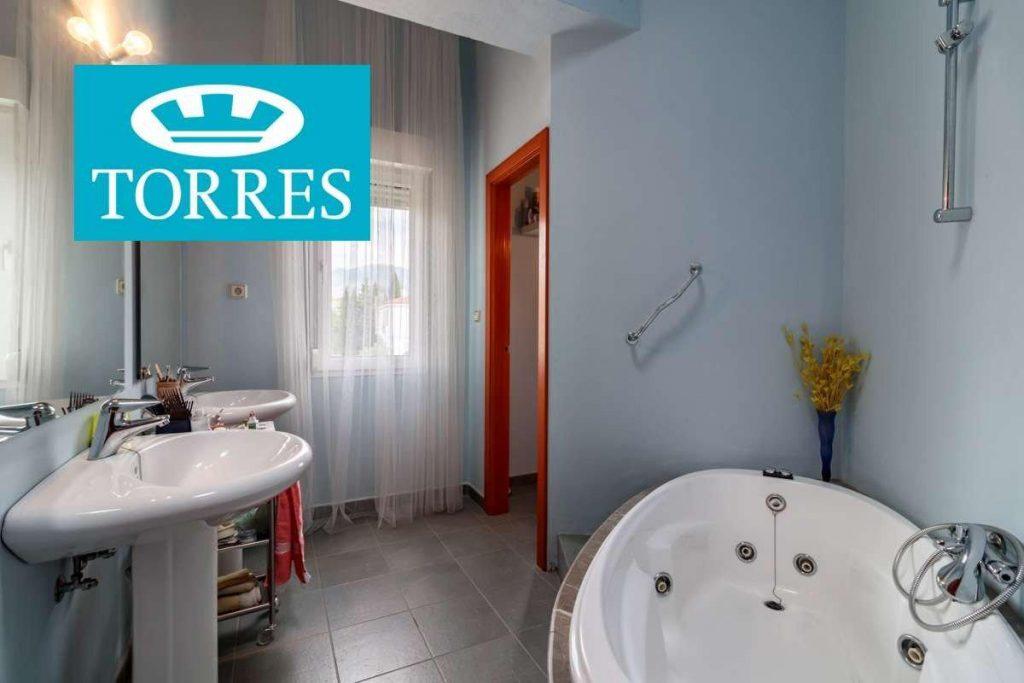68171378 2868845 foto 576258 1024x683 - Light, nature and design in a dream house in Huétor Vega (Granada)