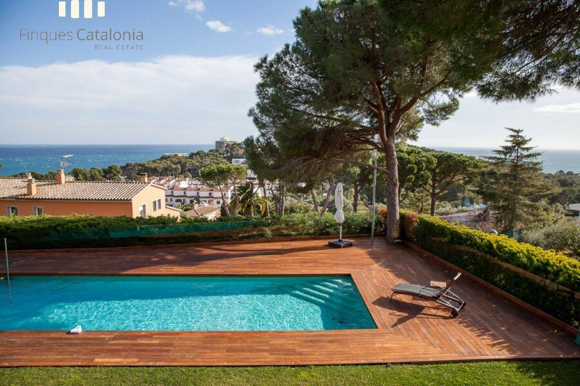 69139159 2216106 foto 288907 - The coast, color and design are the stars of this amazing house in Sant Antoni de Calonge, Girona