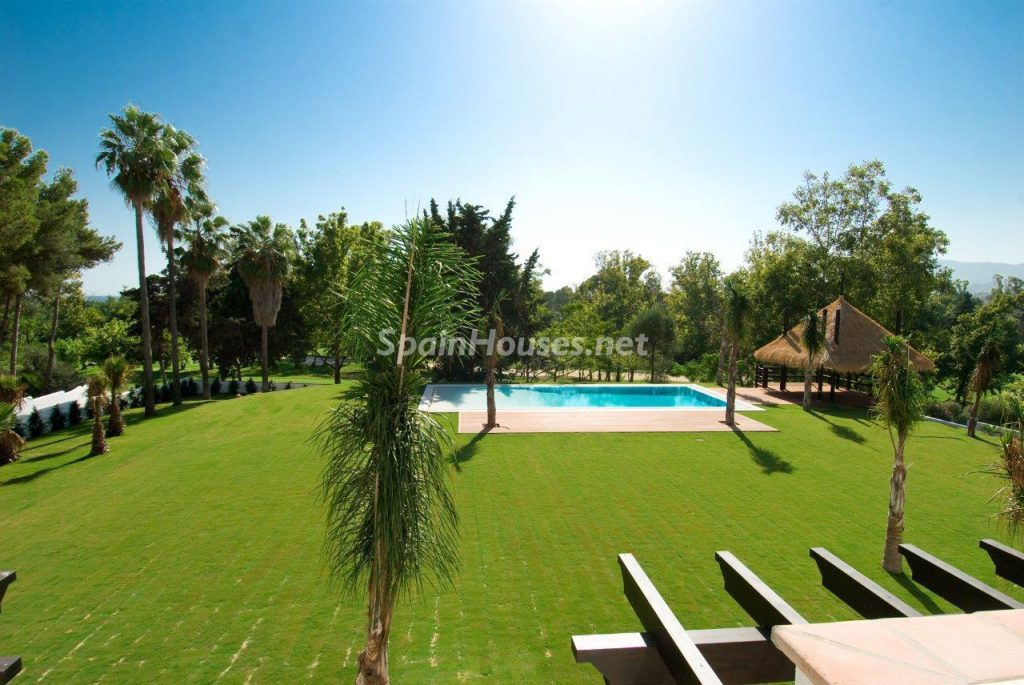 69140074 2209537 foto 605145 1024x685 - Definitive decorative style in this luxurious villa in Marbella
