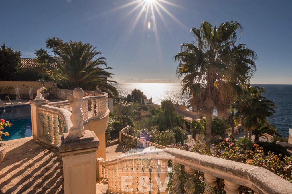 69151158 2340733 foto 809962 1024x682 - Moraira, a Mediterranean paradise which you can enjoy from this fantastic villa