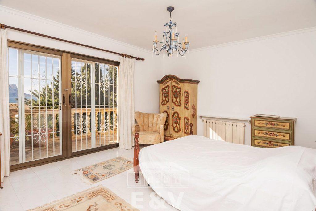 69151158 2340733 foto 866964 1024x682 - Moraira, a Mediterranean paradise which you can enjoy from this fantastic villa