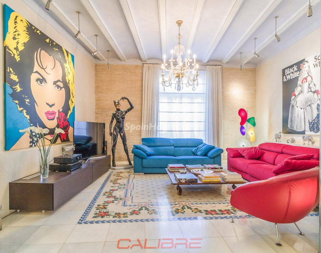 69402407 2261020 foto70856302 1024x810 - If you are a lover of the Pop Art style, your perfect apartment is in Valencia