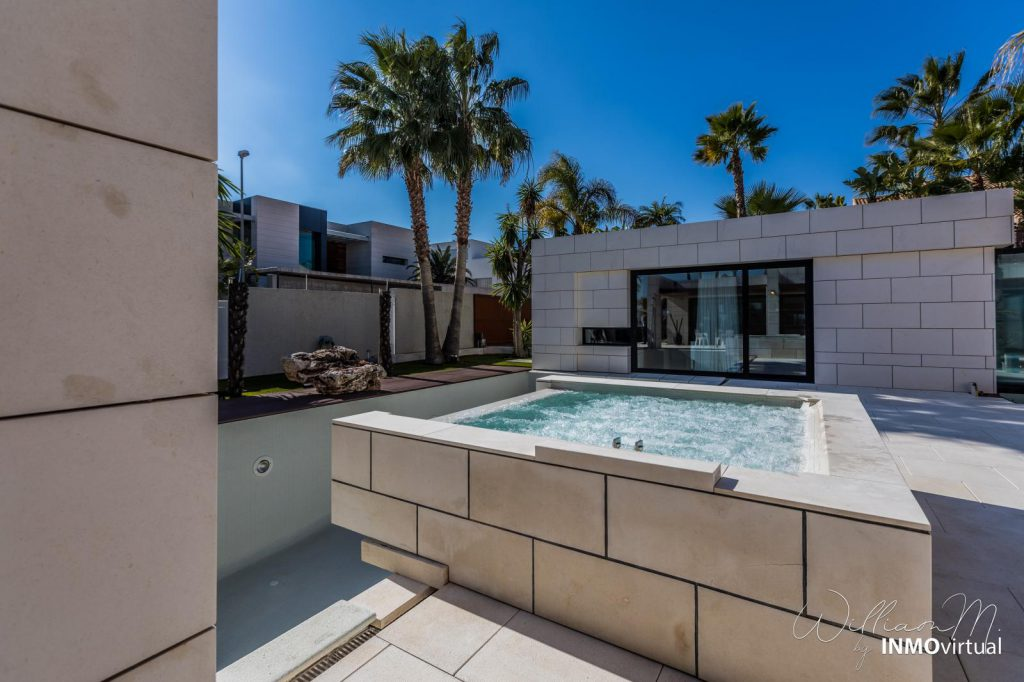 69739038 2311171 foto73949285 1024x682 - Luxury resort design in this majestic and modern detached villa in El Puntal (Murcia)