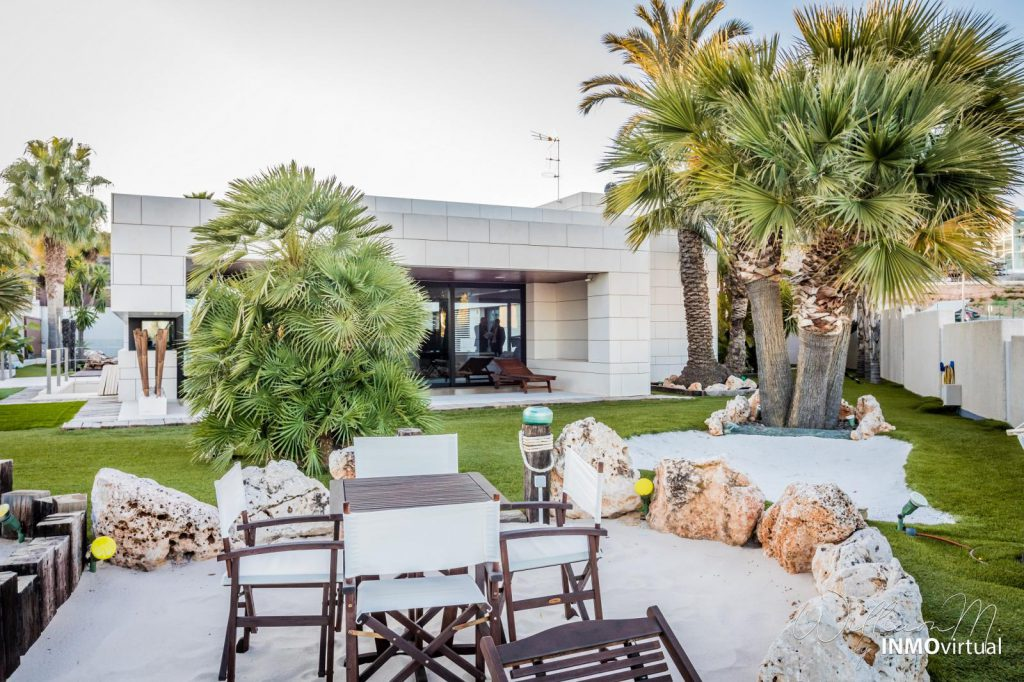 69739038 2311171 foto73949302 1024x682 - Luxury resort design in this majestic and modern detached villa in El Puntal (Murcia)