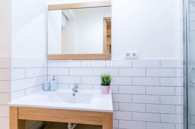 7. Apartment for sale in Barcelona 1 - For Sale: Fully Renovated 2 Bedroom Apartment in Barcelona city