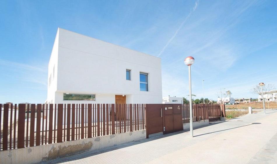 7. Beach house in Cambrils Tarragona 1 - For Sale: Beach House in Cambrils, Tarragona