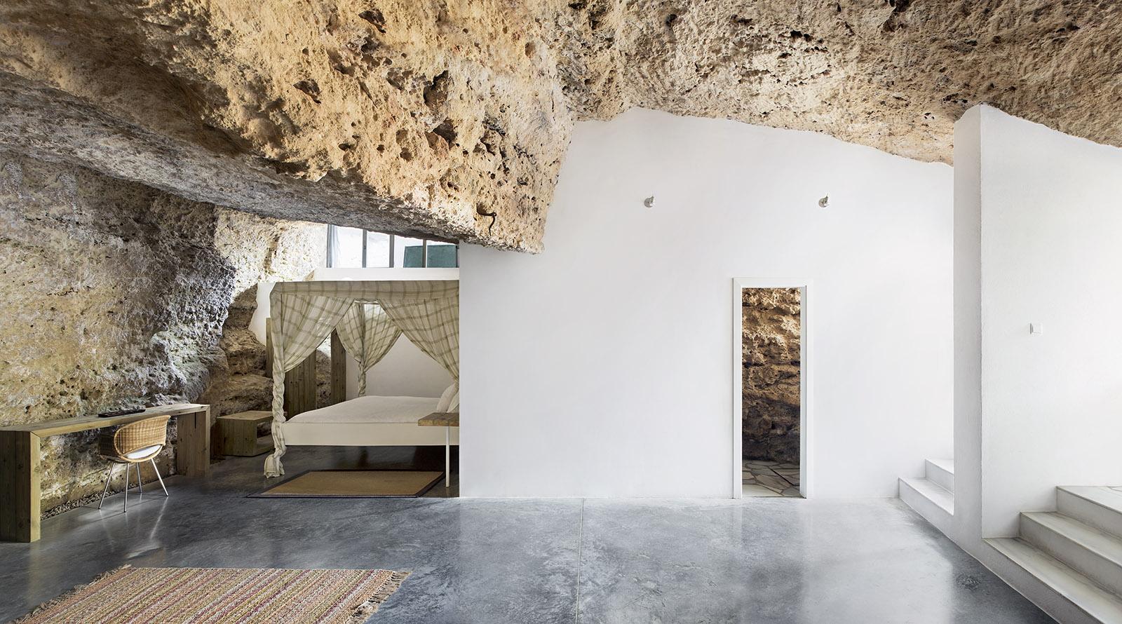7. Cave House in Villarrubia Córdoba - Casa Tierra: a Cave House in Córdoba by UMMO Estudio