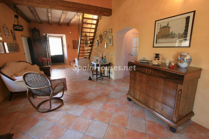 7. Estate for sale in Vilamacolum (Girona)