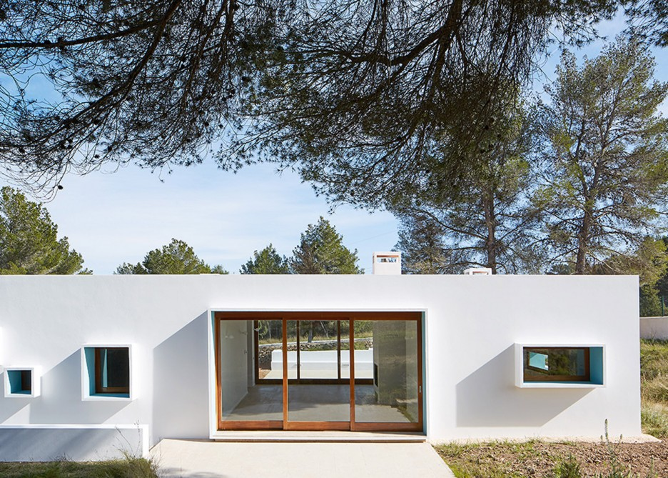 7. House in Ibiza Ca na Maria - Ca na Maria: a dreamy white house in Ibiza