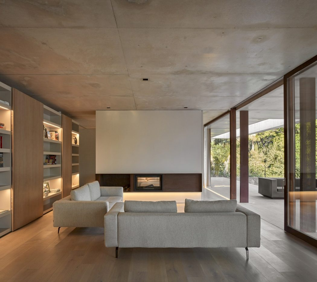 7. House in Rocafort by Ramón Esteve - Home in the pine forest of Rocafort by Ramón Esteve