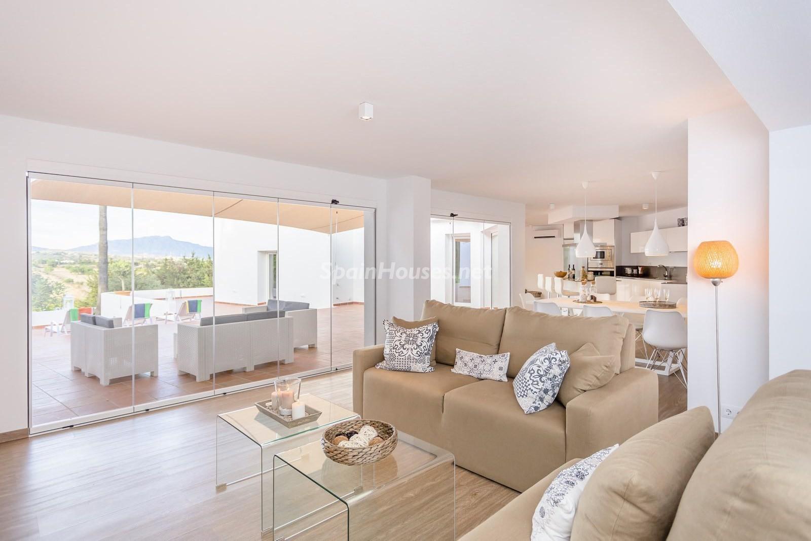 7. Villa for sale in Estepona Málaga - Beautiful 4 Bed Villa For Sale in Estepona, Málaga
