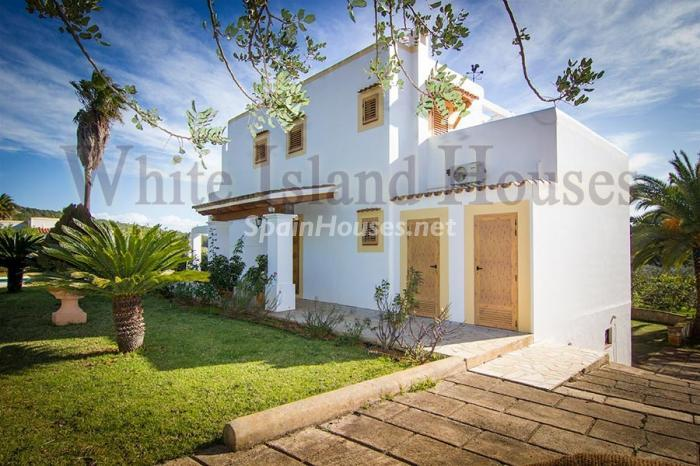 7. Villa for sale in Santa Eulalia del Río