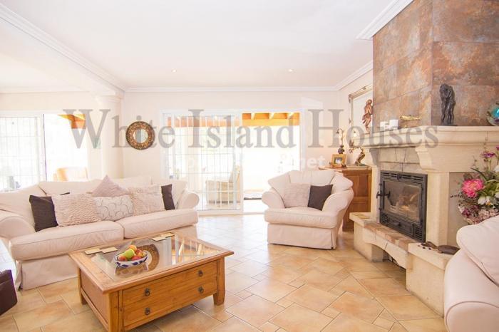 7-villa-for-sale-in-santa-eulalia-del-rio-ibiza
