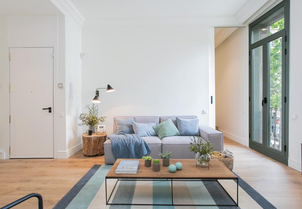 71836161 2505148 foto105793896 1024x709 - Soft style in a beautiful apartment full of light and details in Dreta de l'Eixample (Barcelona)