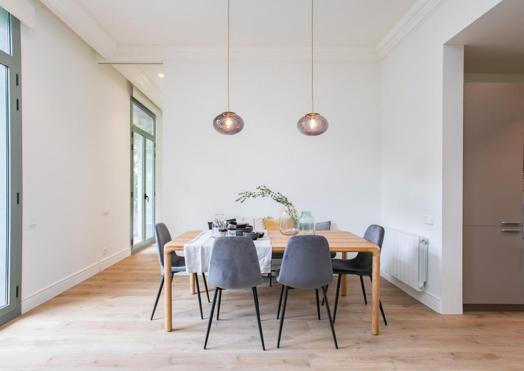 71836161 2505148 foto105793899 1024x724 - Soft style in a beautiful apartment full of light and details in Dreta de l'Eixample (Barcelona)