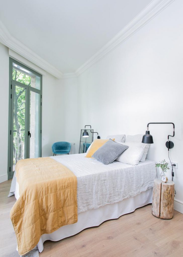 71836161 2505148 foto105793905 729x1024 - Soft style in a beautiful apartment full of light and details in Dreta de l'Eixample (Barcelona)