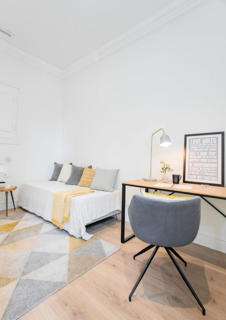 71836161 2505148 foto105793915 725x1024 - Soft style in a beautiful apartment full of light and details in Dreta de l'Eixample (Barcelona)