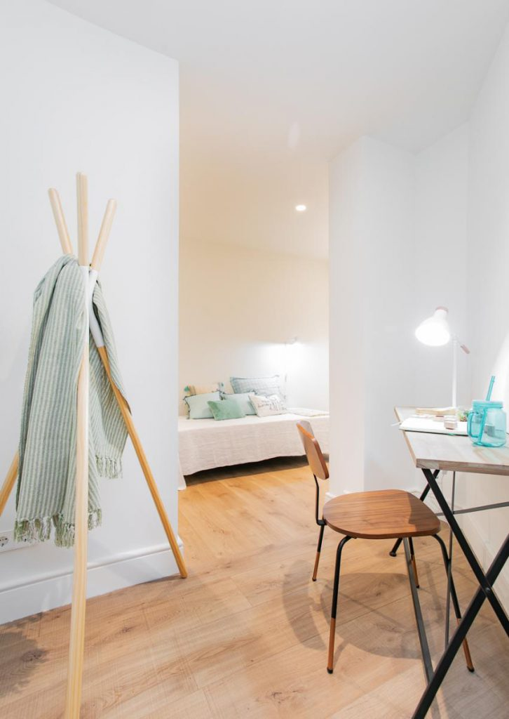 71836161 2505148 foto105793919 726x1024 - Soft style in a beautiful apartment full of light and details in Dreta de l'Eixample (Barcelona)