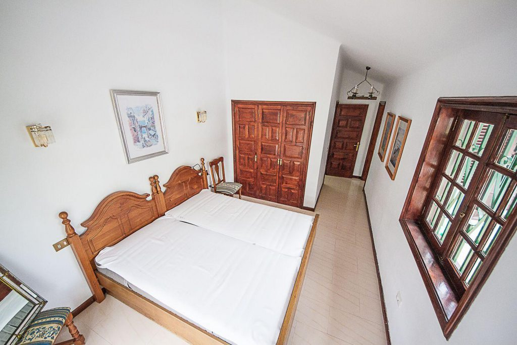 72680830 2637943 foto 028176 1024x683 - Fantastic house with an indoor pool and a beautiful garden in San Miguel de Abona (Tenerife)