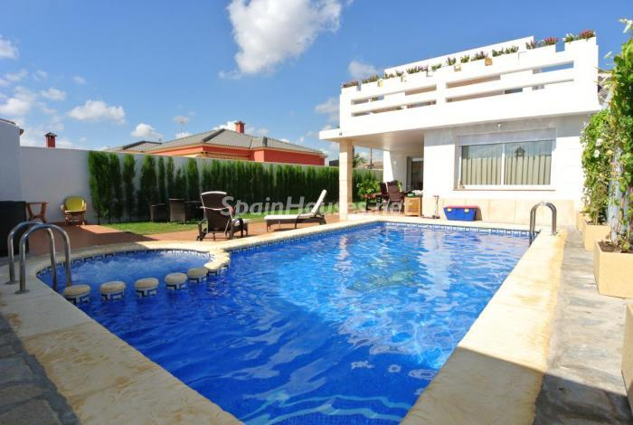 751 - Beautiful Detached Chalet for Sale in Torrevieja (Alicante)