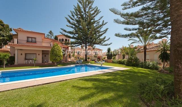 77 - Colorful home with great views to the sea in Estepona (Málaga)