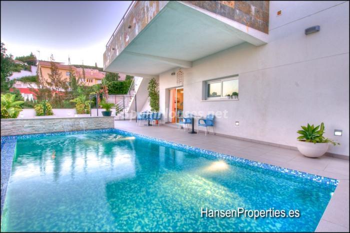 79 - Modern Style Villa for Sale in Malaga City