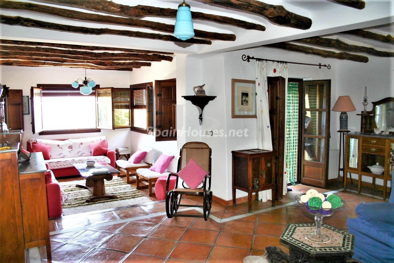 79874050 3157227 foto124480339 - An idyllic natural site in this charming Andalusian farmhouse in Órgiva, La Alpujarra, Granada