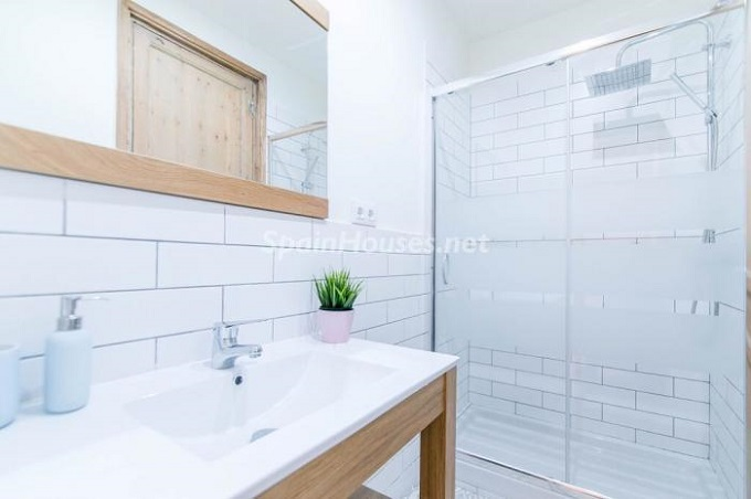 8. Apartment for sale in Barcelona 1 - For Sale: Fully Renovated 2 Bedroom Apartment in Barcelona city